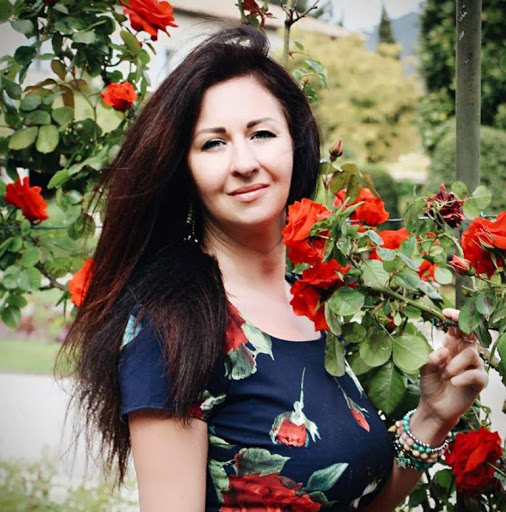 Get acquainted with Russian woman on dating sites for romance and marriage